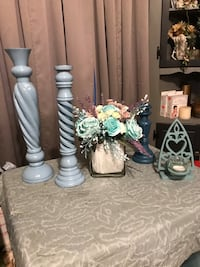 Gorgeous 5 piece home decor in blues/ see all pictures please Bakersfield, 93308