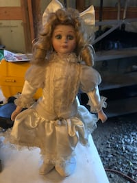 Porcelain collectible doll Smithsburg, 21783