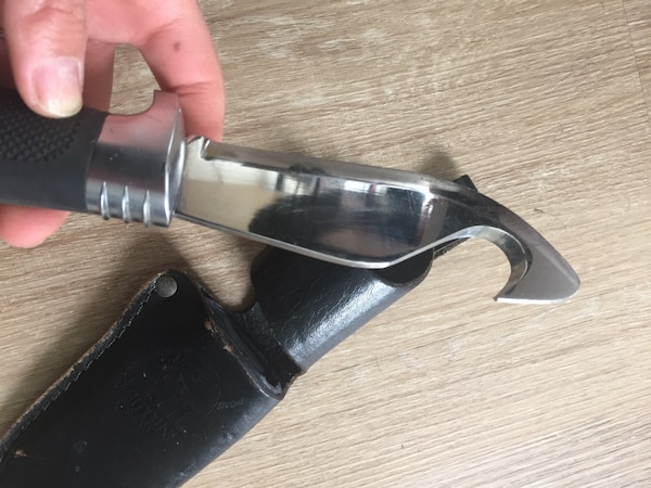 Black fishing knife with leather cover eb34eefc-d9b2-479d-ae5e-b12f95ca9197
