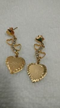 Earrings made of gold filled. Six zirconia stones