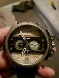 round black and gray chronograph watch 545 km