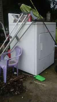 white front-load clothes dryer Youngsville, 70592