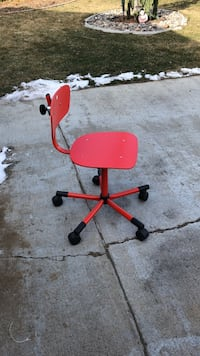 red and black rolling chair Grandview, 98930