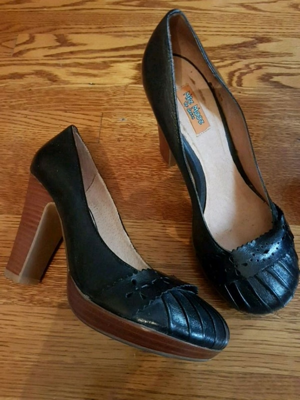 Womens black leather pumps