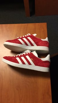Pair of red adidas low top sneakers men 8.5 Des Moines, 50311