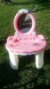 pink and white plastic vanity table