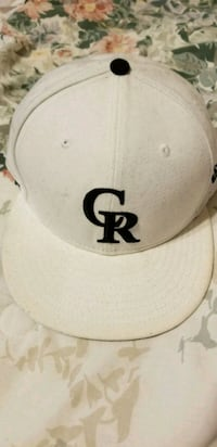 white and black fitted cap El Paso, 79936