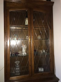 showcase glass cabinet antique  Albuquerque, 87112