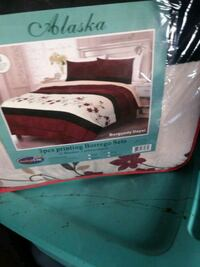 white and red bed sheet set Colorado Springs, 80916