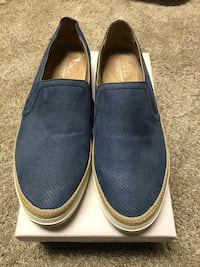 New comfort shoes. I'm selling this because I do have the color black.  North Vancouver, V7N
