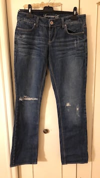 American Eagle Jeans- size 8 regular, great condition, (knee tears are apart of the design) Toronto