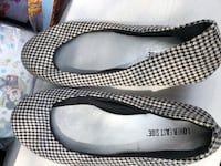Pair of black-and-white slip on shoes Chicago, 60634