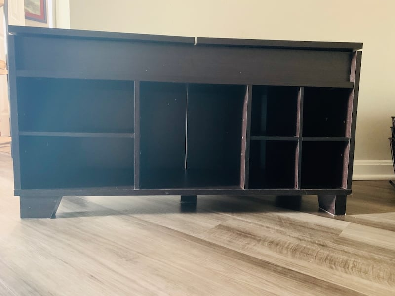 Shoe rack with bench seating and storage ac3faa08-08fc-4ab8-b429-8dc4f4860501
