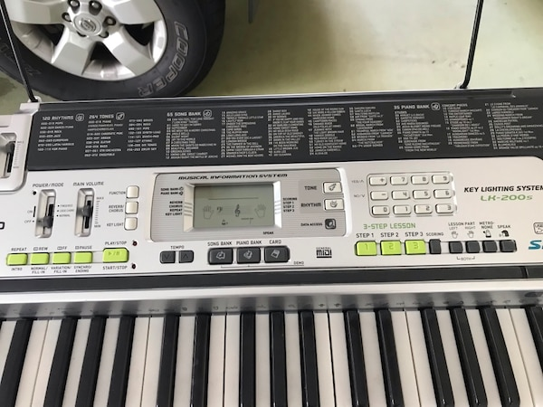 Casio Key Lighting System LK-200s keyboard with stand  1