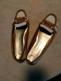 pair of brown leather flats Pinellas Park, 33782