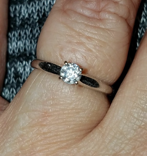 Used 1/3 Carat White Gold Engagement Ring For Sale In