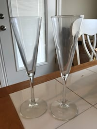2 champagne flutes Springfield, 65802