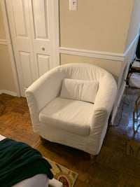 White Rounded Accent Chair! Arlington, 22201