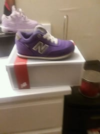 unpaired purple and gray New Balance low-top athletic shoe with box Dillon, 29536