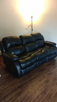Leather reclining couch  Mississauga, L5R 1N8