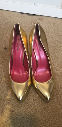 pair of gold-colored Wondergirls leather pointed-toe pumps