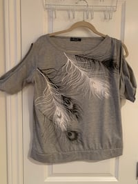 Grey top with feathers Oakville, L6L 4X3