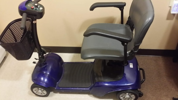 Spitfire Travel 4-Wheel Power Scooter (Blue) (USED)