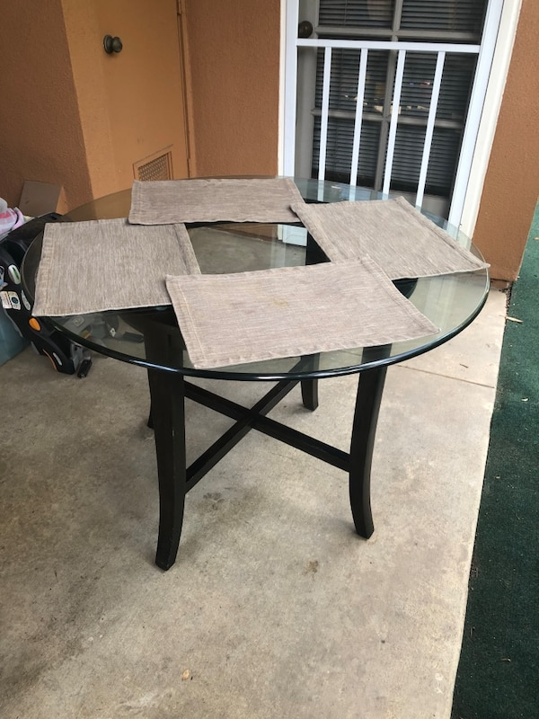 Dining Table 1da85ad6-9aac-4f36-a233-246d664d1a17