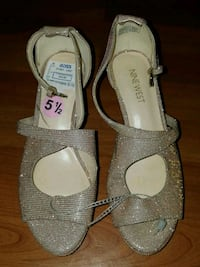 Size 5 1/2 shoes Bakersfield, 93309