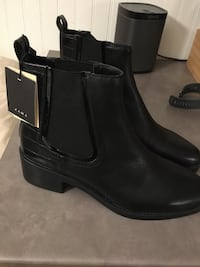 Brand new  leather ladies booties. Size 9 Mississauga, L5G