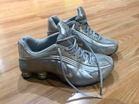 Nike woman's silver metallic shox 7.5 North Vancouver, V7H 2Y4