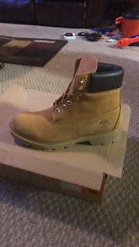 Wheat timberland nubuck work boot with box Bowie, 20721