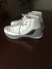 Under Armour Stephen Curry basketball shoes.  Size 4. West Chester, 45069