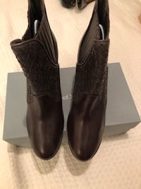 New leather booties size 8 narrow New York, 11101