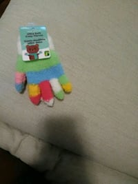 Brand new child gloves Hamilton, L8P 2Y6