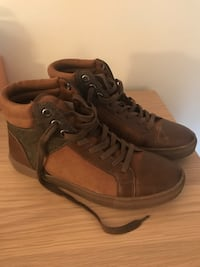 Sneakers GUESS NEW!  Longueuil, J4L 4H9