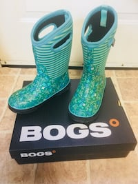 Youth boots Bogs size 2, waterproof -30° Kitchener, N2A 2R2