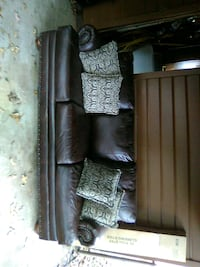 Couch bought new 1 year ago Shreveport, 71135