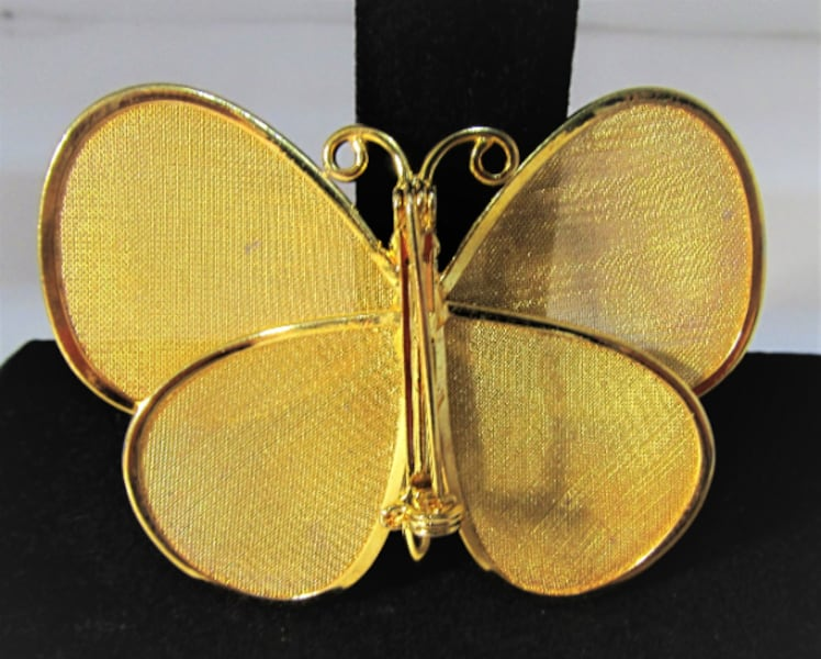 1970's VINTAGE GOLD TONE BUTTERFLY BROOCH/PIN 1