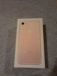 gold iPhone 7 with box Del Valle, 78617