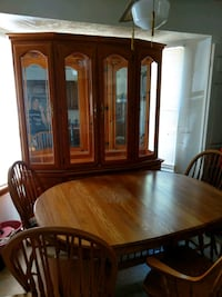 Oak dining table with Hutch and 6 chairs Newport News, 23602