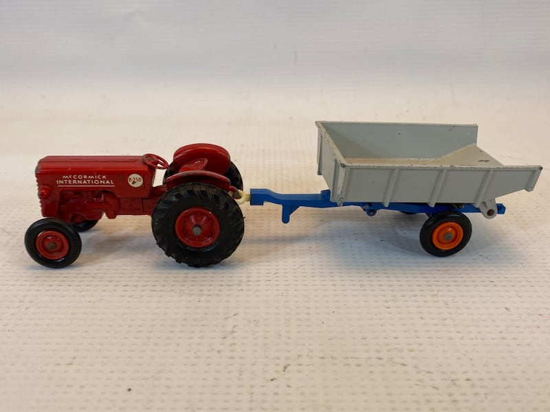 Matchbox King Size McCormick International Tractor 4 Whitlock Trailer 1
