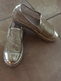 Gold-coloured slip-on shoes size 7 Laval, H7X
