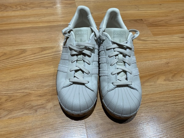 sélection premium 94709 9901b Adidas superstar off white and bronze 6.5 men's or 8 woman's