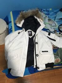I'm selling a Canada goose chill wack bomber for low i will accept a lower price to a good reason. This jacket brand new is 900 but it's used and isn't not worth that much. I need this gone ASAP it's authentic and size medium women's/ men's small