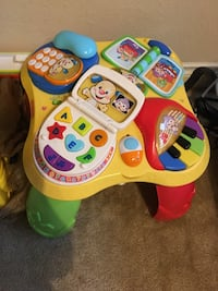 Fisher price play and learn table Sugar Land, 77478