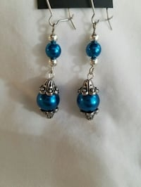 pair of blue-and-silver hook earrings Melbourne, 32901