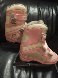 Sz13 girls ice skates- comfy and supportive  393 mi