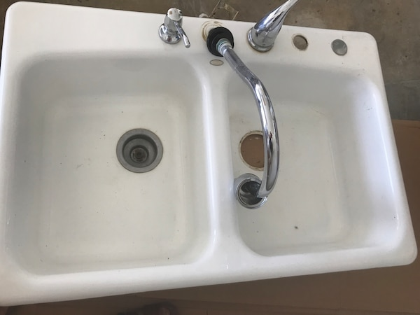 White ceramic 2-bowl sink with faucet