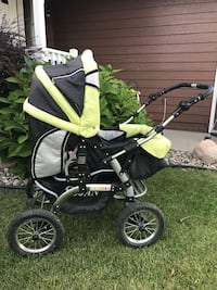 Baby's green and black stroller/pram Sioux Falls, 57103